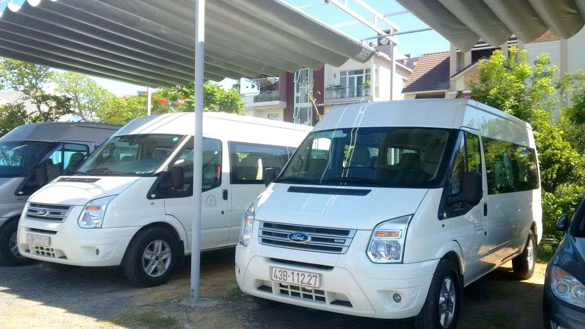 luxury-ford-transit-16seat for rent in da nang city